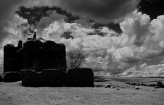 Cessford Castle Mono #stcuthbertsway #OUMS #leshainesimages #dailyshoot