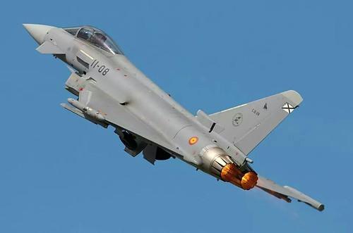 AionSur 14381212112_bcaa9c5252_d Muere un capitán español al estrellarse su avión cerca de la base de Morón, en zona de Martinazo Sucesos