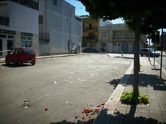 Noicattaro. Area mercatale sporca intero