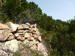 Plate-forme sommitale du piton rocheux : les soutènements côté Carciara