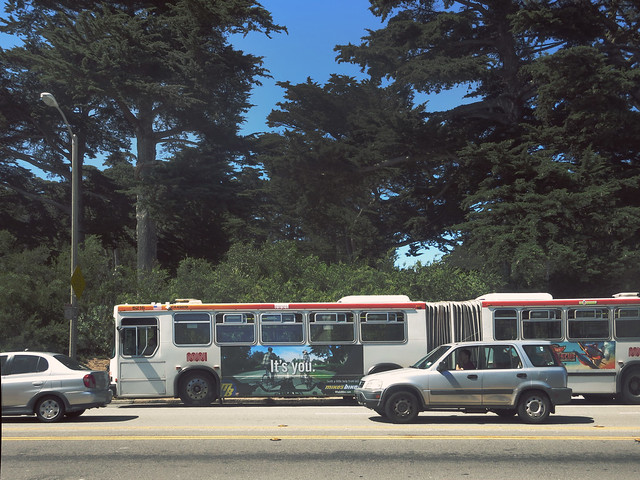 MUNI bus on Lincoln Way, San Francisco (2014)