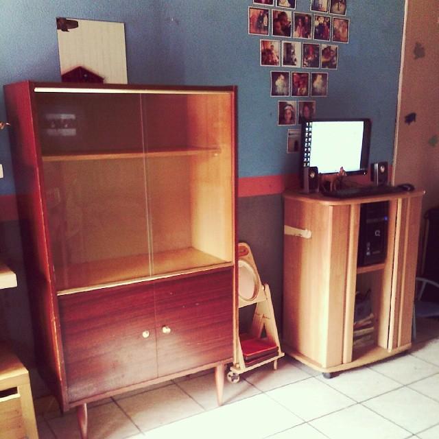 Bouger de place tous mais alors tous les meubles du salon pour y installer mon futur meuble à plantes chiner pour 10€. #vintage