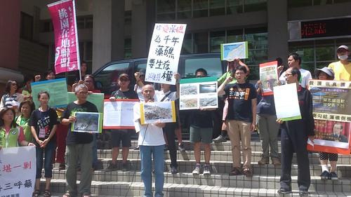 桃園在地聯盟為千年藻礁要生存權,赴縣府抗議。