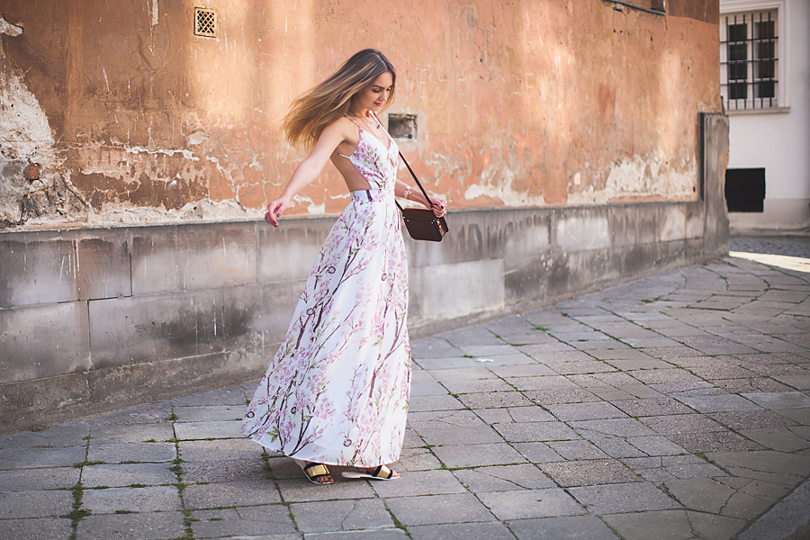 floral-maxi-dress-outfit-ideas