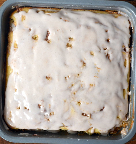 fluffy gooey cinnamon roll cake
