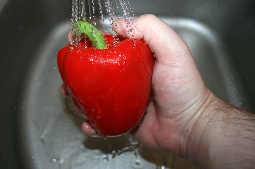 09 - Paprika waschen / Wash bell pepper