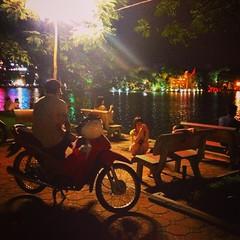 Người Hà Nội làm gí quanh hồ