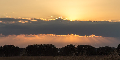 sky sun clouds canon germany geotagged deutschland eos colours sonnenuntergang sundown himmel wolken explore sonne farben 2014 abends börde saxonyanhalt sachsenanhalt intheevening canoneos650d geo:lon=11616744 geo:lat=52070802