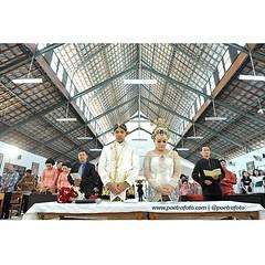 *follow instagram @poetrafoto.  .  Pemberkatan #pernikahan Vishnu+Galuh di Gereja Madukismo #Yogyakarta.  .  #weddingphoto by @poetrafoto #weddingphotographer #indonesianweddingphotographer