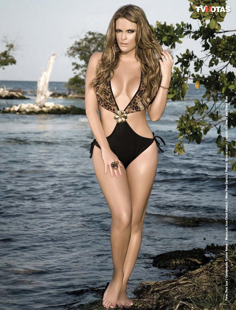 Aline Hernandez Nude Photos 18