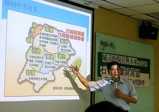 詹長權介紹六輕造成沿海居民癌症增加;攝影:李育琴。
