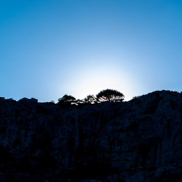 Sonne hinter den Klippen