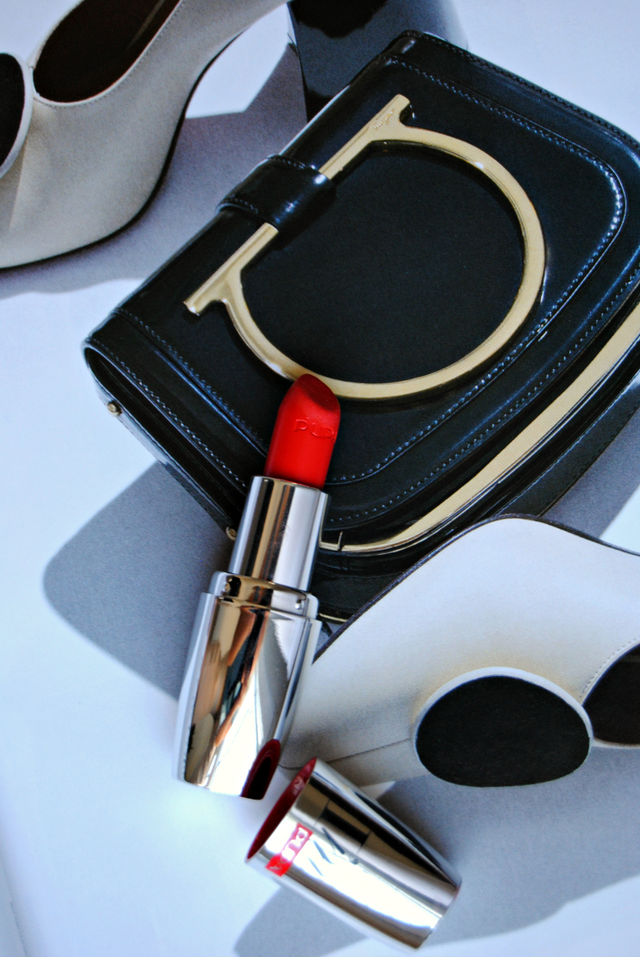Pupa Red Lipstick (001b)