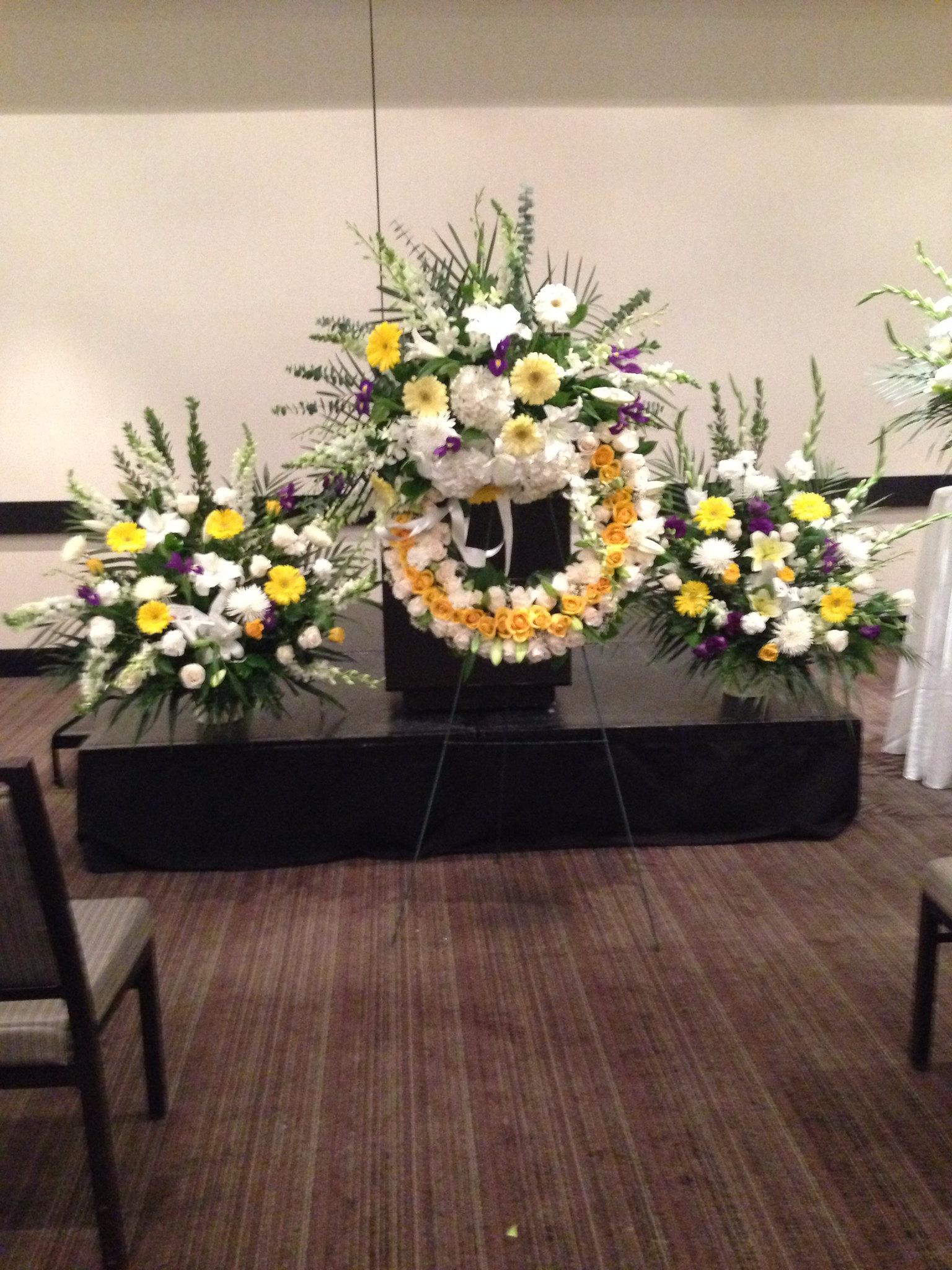 Farah florist.  F-WR-11.         three pieces $850