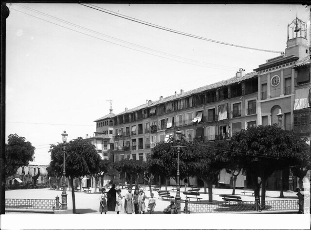 Zocodover a comienzos del siglo XX. Fotografía de J. Lacoste © MECD, Fototeca del IPCE, signatura VN-22654_P