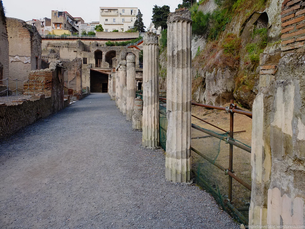 how to get from pompeii to herculaneum