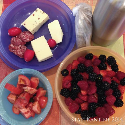 StattKantine 04.08.14 - Käse und Salami, Tomatensalat, Beeren