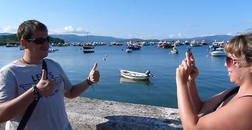 Haciéndonos una foto en el puerto de la Isla de Arosa (Galicia)