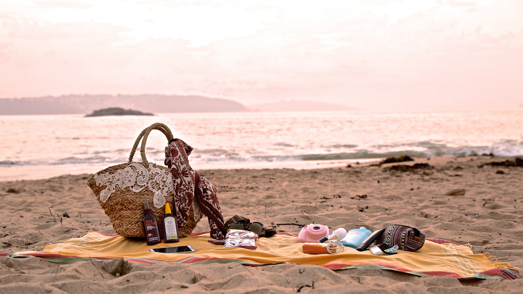 trendy_taste-look-outfit-street_style-boho-ootd-blog-blogger-fashion_spain-moda_españa-verano-crochet-vestido-bikini-hippie-dress-galicia-sunset-puesta_de_sol-piz_buin-2