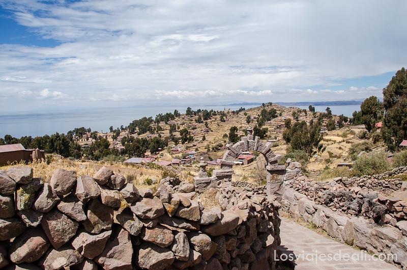 islas del lago Titicaca senderos de Taquile
