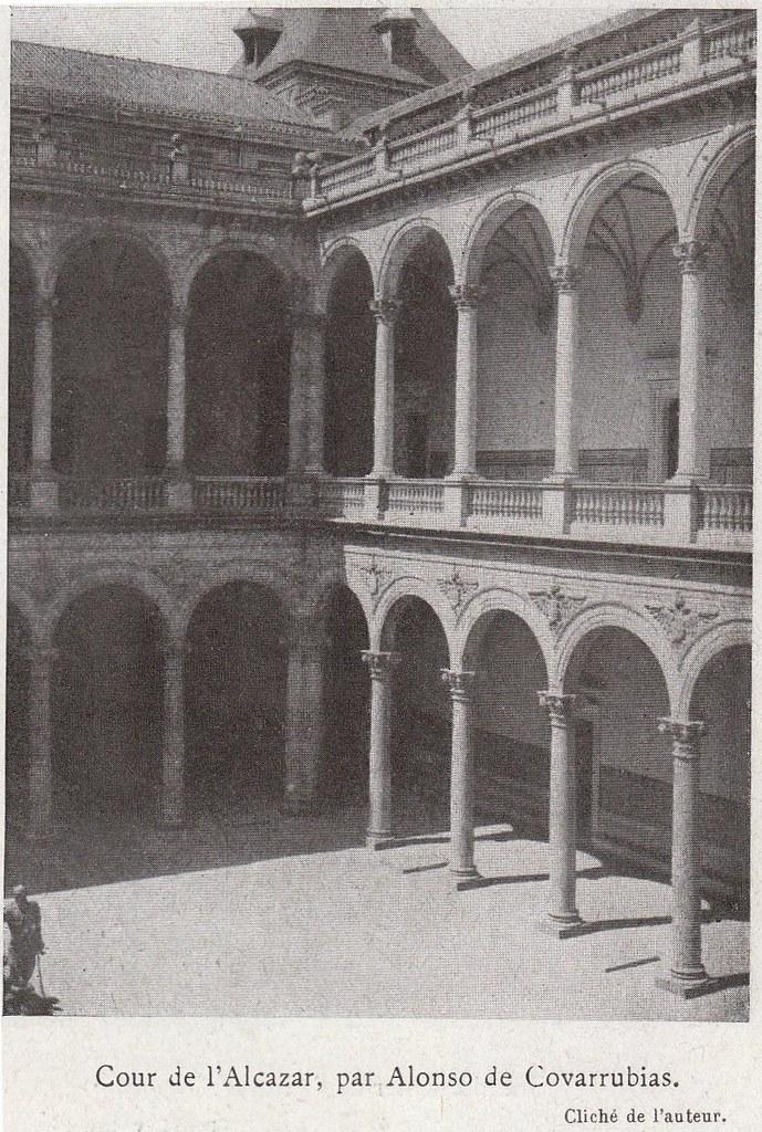 Patio del Alcázar a comienzos del siglo XX. Fotografía de Élie Lambert publicada en su libro Les Villes d´Art Célebres: Tolède (1925)