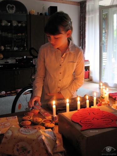Saskia am Tisch
