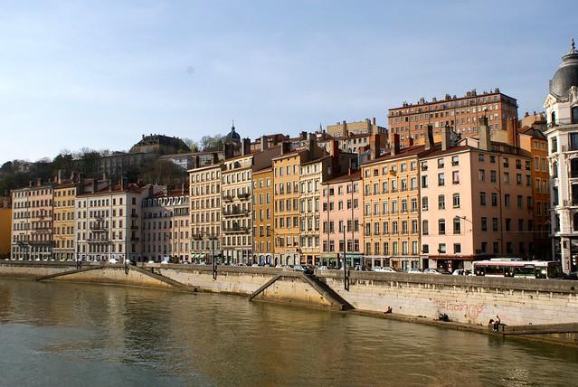 Quai de Saône au niveau de l'Hotel de ville avant l'aménagement des berges.
