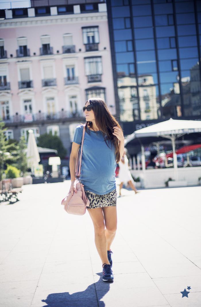 street style barbara crespo a bicyclette tshirt tee print adidas fashion blogger outfit blog de moda