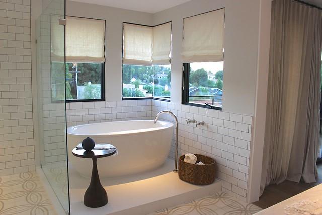 sunset-magazine-idea-house-master-bathroom-tub