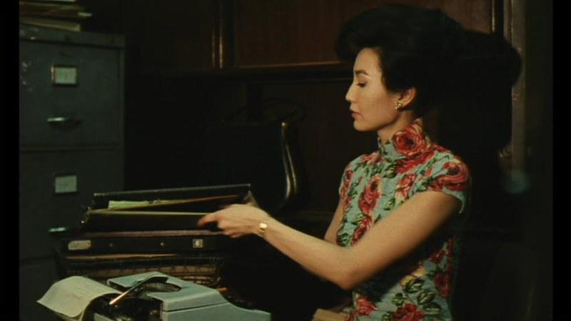 香港の旗袍:1960年代に領が高かった。 仕事中の蘇麗珍。