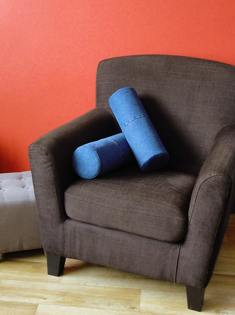 Recycled Jeans Bolster Pillows (Rolkussens van Hergebruikte Jeans)