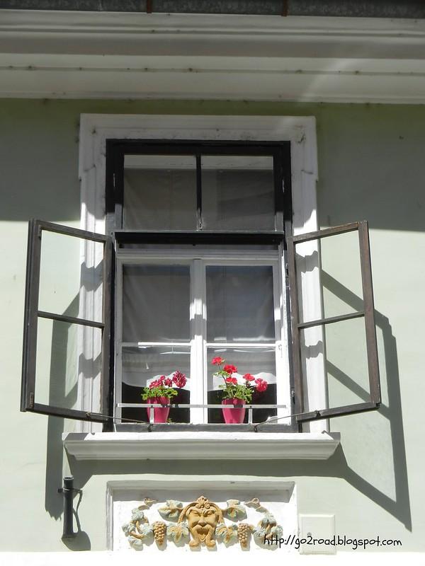 Так украшают окна в Словении
