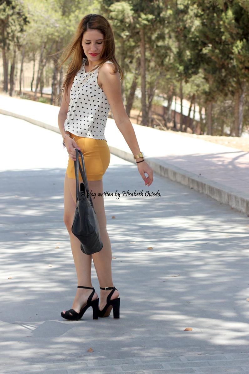 shorts-naranjas-OASAP-y-camisa-de-corazones-heelsandroses--(9)