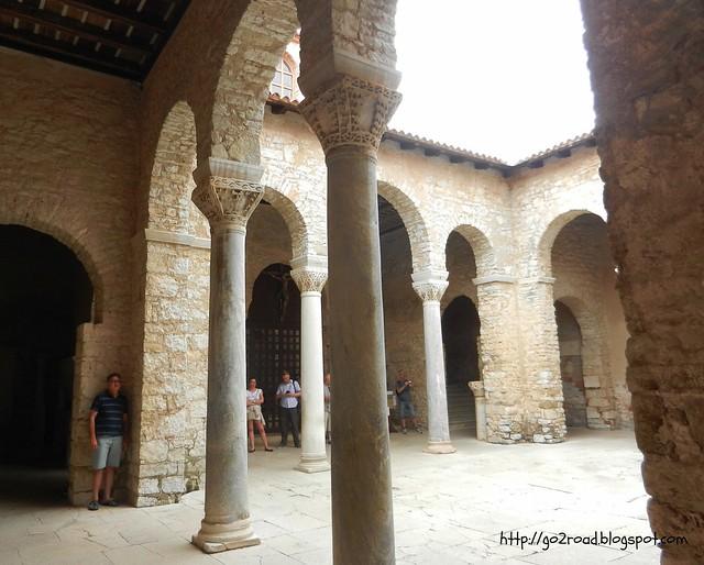 Евфразиева Базилика в Порече, дворик