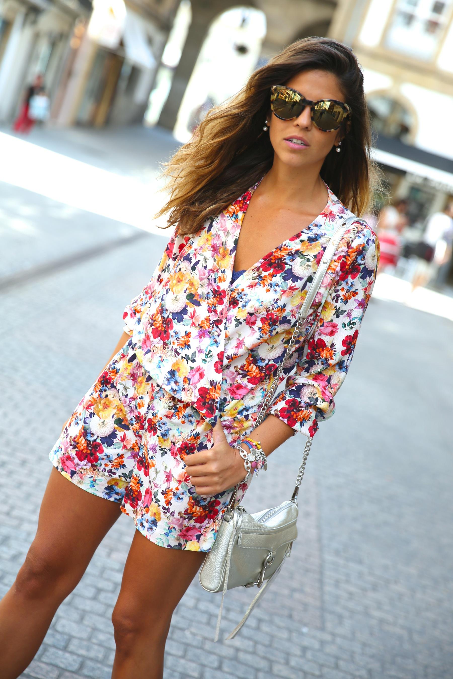 trendy_taste-look-outfit-street_style-ootd-blog-blogger-fashion_spain-moda_españa-mono-flores-flower_print-verano-summer-overall-la_coruña-3