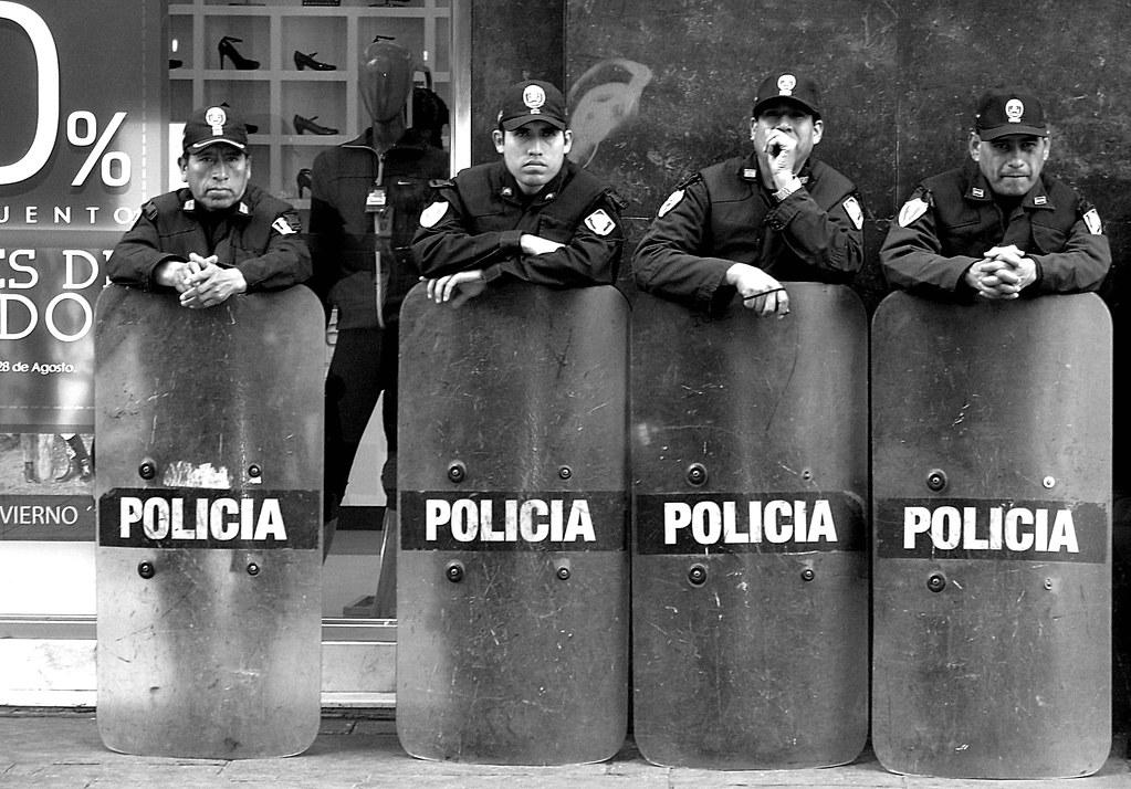the sleepy cop (lima, peru)