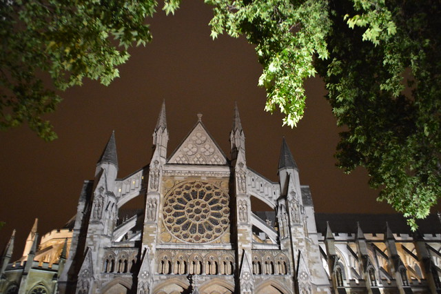 This is a picture of Westminster Abbey at night