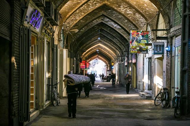 Bazaar in the morning, Isfahan イスファハン、朝のバザール