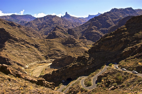 Winding roads on the way to Pico de las Nieves - the highest point of Gran Canaria