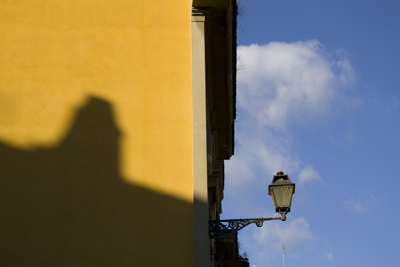 Trastevere wall and lamp