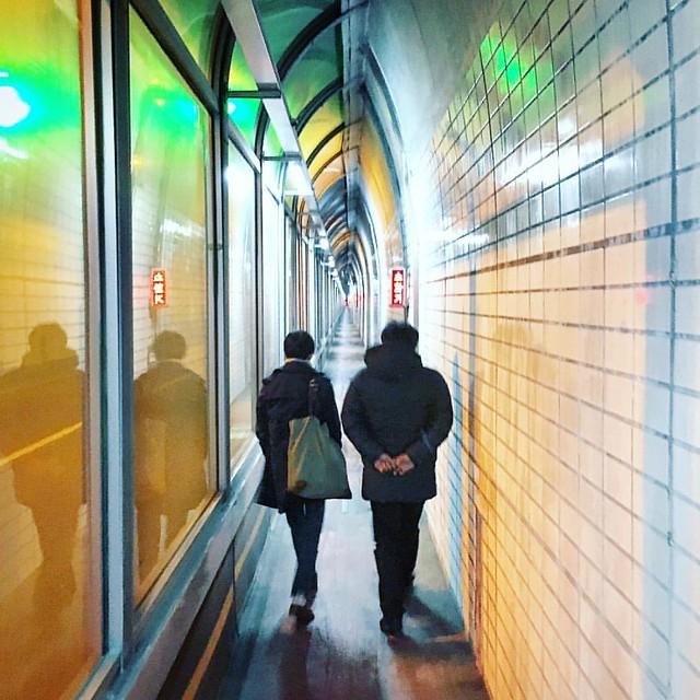 터널 속의 긴 대화....                    #instagram #instaplace #instastill #Korea #Seoul #city #night  #landscape #Sangdo #tunnel #talk #cityscape #서울 #도시 #야경 #상도 #터널 #수줍은 #그들의 #대화 #도시풍경