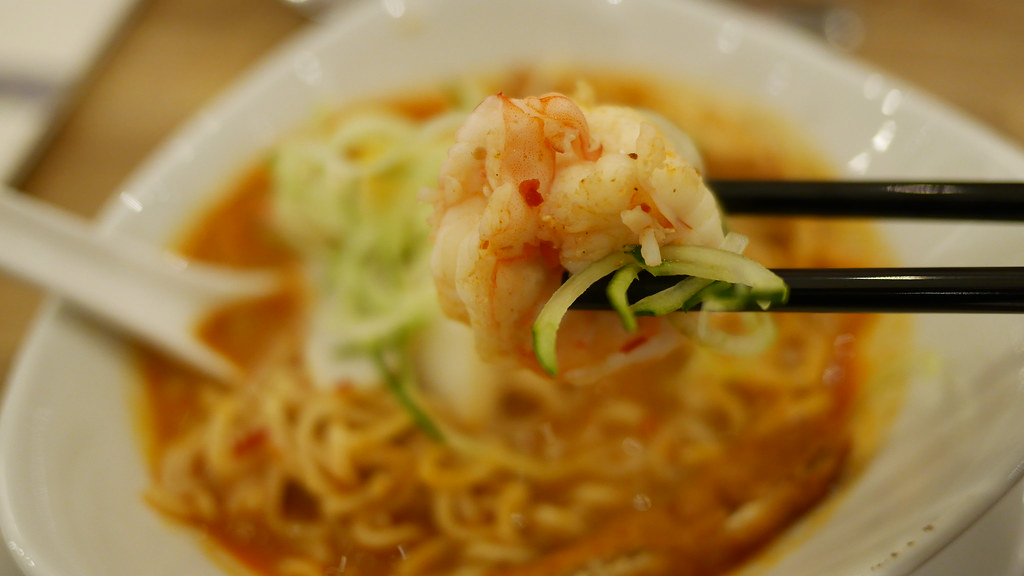 Add prawns, shredded cucumber, tau pok, fish cake and boiled egg for extra oomph