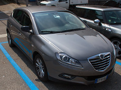 automobile, lancia, executive car, family car, vehicle, mid-size car, compact car, personal luxury car, land vehicle, luxury vehicle,