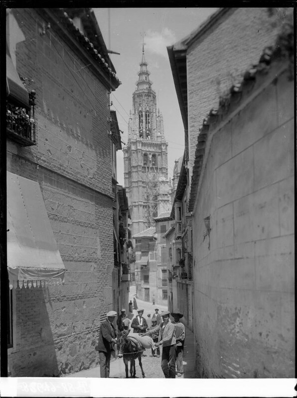 Calle de Santa Isabel a comienzos del siglo XX. Fotografía de J. Lacoste © MECD, Fototeca del IPCE, signatura VN-22611_P