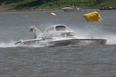 airplane(0.0), fast attack craft(0.0), skiff(0.0), patrol boat(0.0), inflatable boat(0.0), vehicle(1.0), powerboating(1.0), f1 powerboat racing(1.0), boating(1.0), motorboat(1.0), watercraft(1.0), boat(1.0),