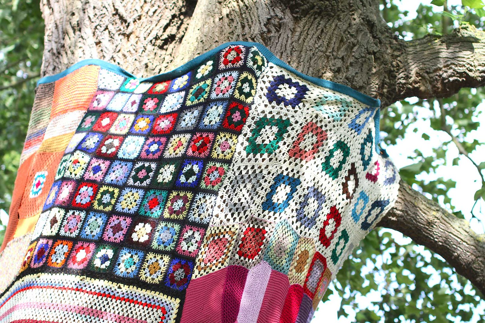 knitted-colourful-blanket-for-tree