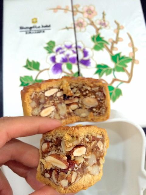 shangril la nut mooncake
