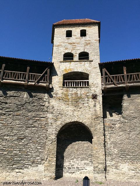Tallinn_gatepost_web