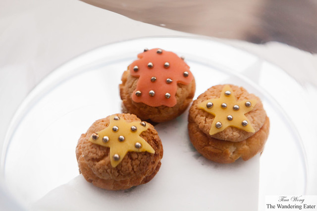 Choux topped with star fondant