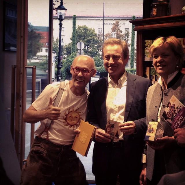 Hannes Gutmann, Wolfgang Derler und Barbara Schwarz bei der Tee-Zeit-Eröffnung © diekremserin